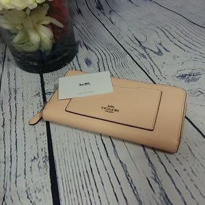 🆕️COACH ACCORDION ZIP WALLET